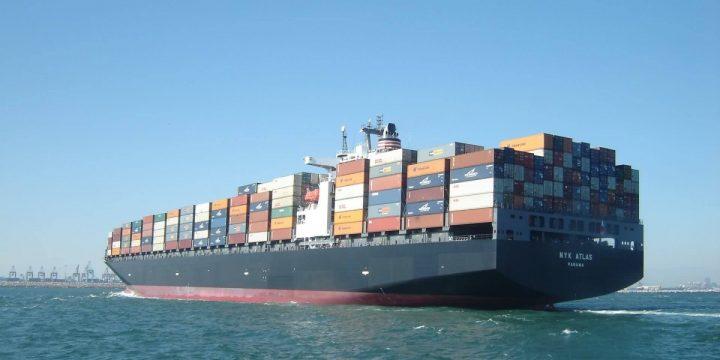 Comment s'effectue le chargement et le déchargement des conteneurs sur les ports ?